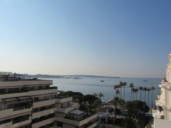 Hôtel Barrière Le Majestic Cannes: vue latérale mer chambre 709