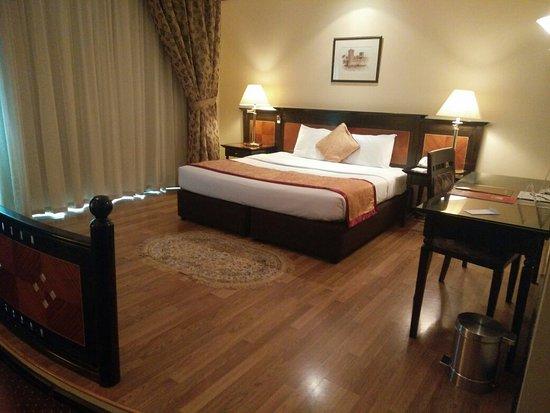 Imperial Suites Hotel: IMG_20160824_142655_large.jpg