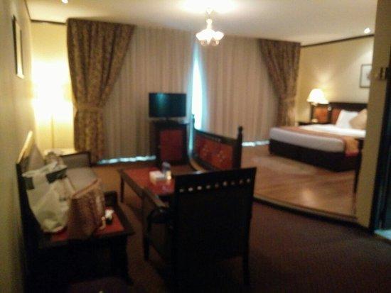 Imperial Suites Hotel: IMG_20160824_142635_large.jpg