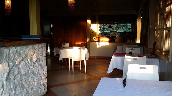 Coconut Palms Resort : indoor dining