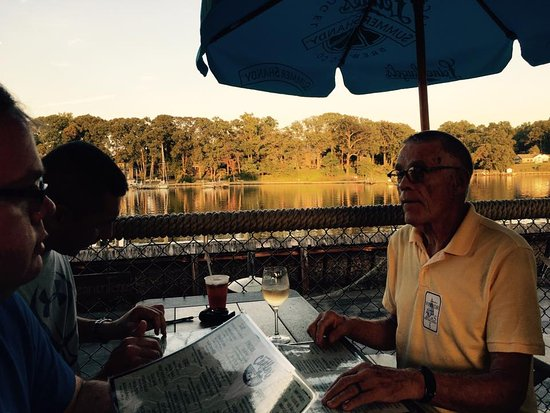 Cantler's Riverside Inn : Great food, great view, great company