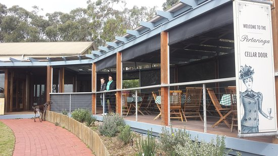 McLaren Vale, Australie : Deck where you can bring your own food for a picnic