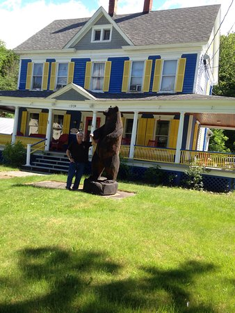 Reynolds House Inn & Motel : The bear @ Reynolds House Inn.....