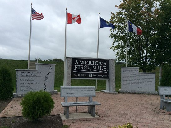 Fort Kent, เมน: Rock's is located at America's first mile on U.S. Route 1