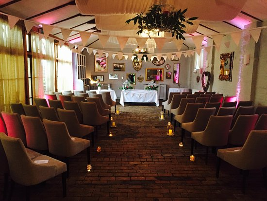 Thornham Magna, UK: Thornham Coach House Wedding Ceremony