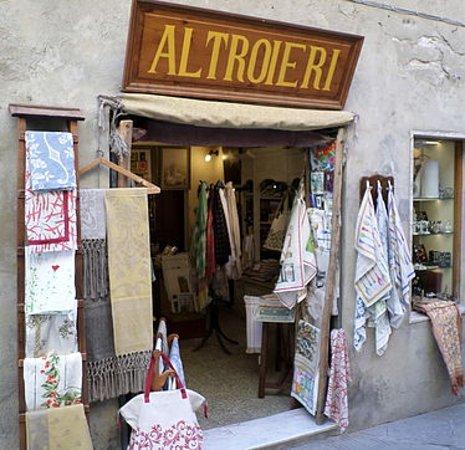 Pienza, Itália: L'ingresso del negozio.
