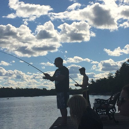 Westwind Inn: Fishing off the dock
