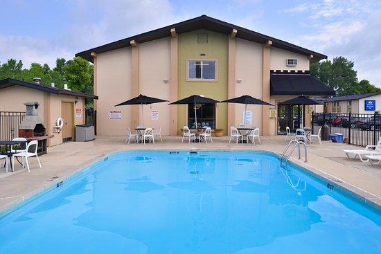 Americas Best Value Inn - Madison: Pool