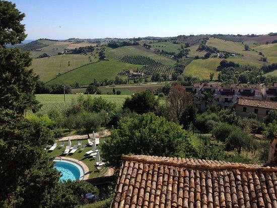 Monterado, İtalya: kijkje vanuit een kasteelraam