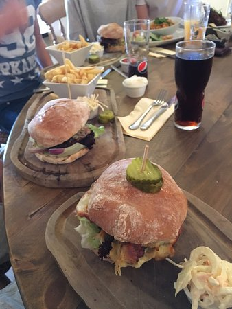 Walkington, UK: 3 classic burgers!