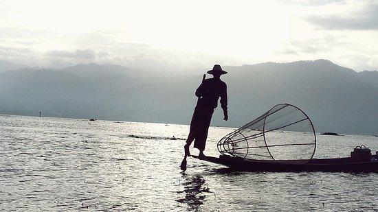 インダー族の漁。おそらくモデル...