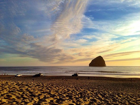 Cloverdale, Όρεγκον: Beautiful Cape Kiwanda -short walk from the motel