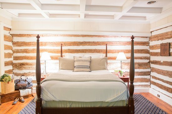 Upperville, VA: Cabin Suite Interior