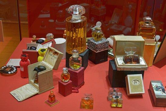 Musee de la Miniature: PARFUMS DE GRANDS MAITRES