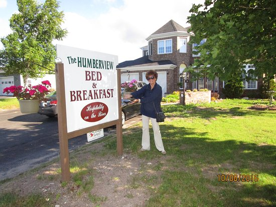 The Humberview B & B: Beautiful Grounds Showing Sign
