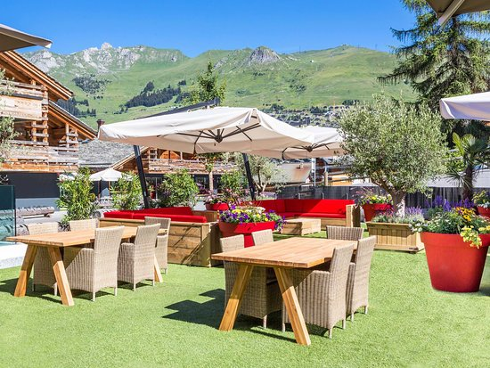 W Verbier : W Off Piste Dining and Lounge Area