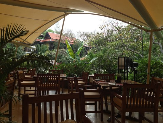 Victoria Angkor Resort & Spa: view of the terrace dining area