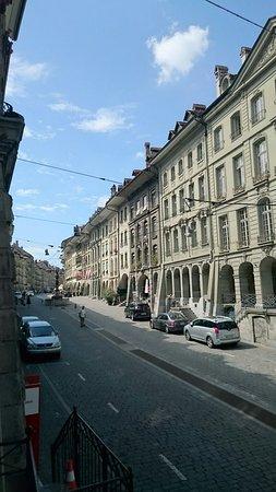 Viele Geschäfte in historischen Gebäuden