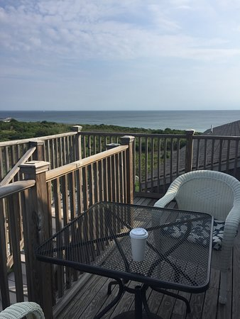 The 1661 Inn: The view of the ocean from the top balcony