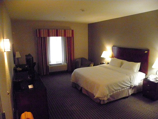 Hampton Inn Visalia Photo