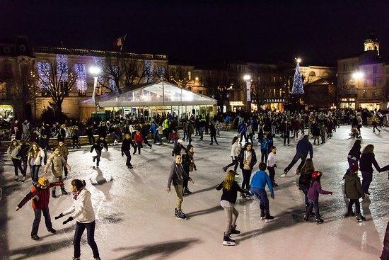 La patinoire sur la place Colbert à Rochefort
