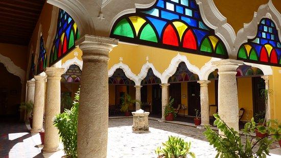 Campeche, México: Le vetrate creano un effetto di luce spettacolare