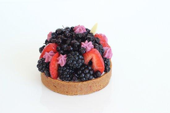 Le Bouscat, France : tarte fruits rouges et noir