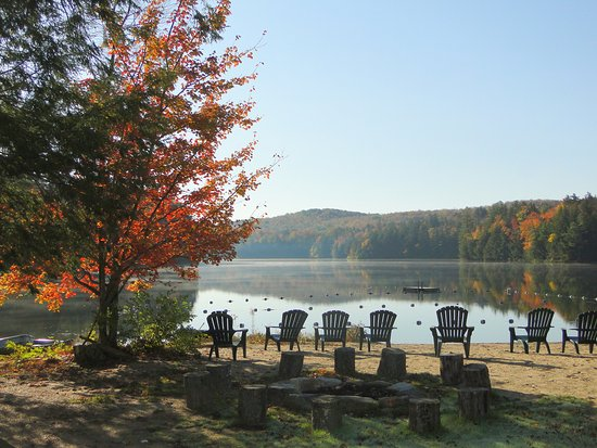 Lapland Lake Nordic Vacation Center: Fall Beach Morning Mist