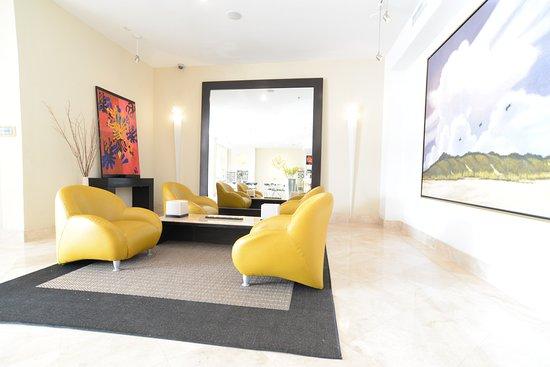 The Mimosa Hotel: Lobby 1