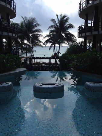 El Taj Oceanfront & Beachside Condos Hotel: Piscine du 1er bâtiment