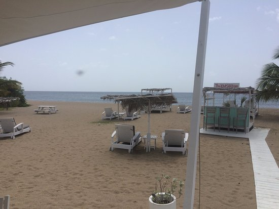 Nevis: Beach