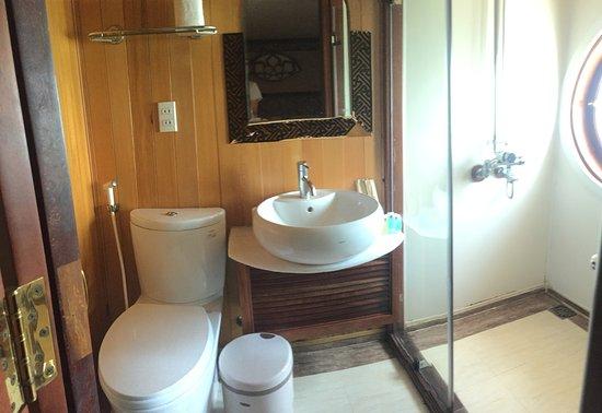 bagno della cabina crociera baia Halong - Picture of Tonkin Travel ...