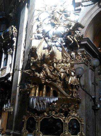 Iglesia de San Pedro (Peterskirche): Small & Beautiful Church!!!