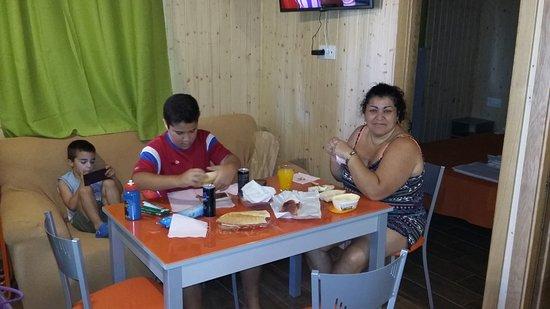 Camping El Faro : interior bungalows