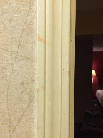 Boston Motel : Red stains on bathroom door frame