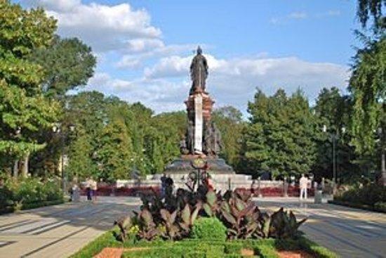памятник екатерины краснодар фото