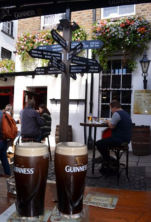 The Brazen Head: Enjoying our pints closer to Russia than our home in the US