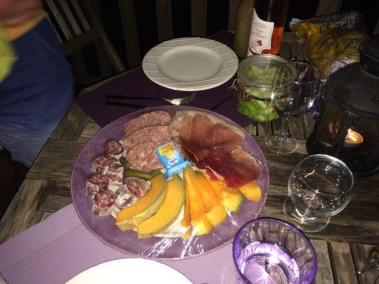 Riviere-sur-Tarn, Francja: Cadre idéal pour une nuit romantique, au calme, avec pleins de détails chaleureux