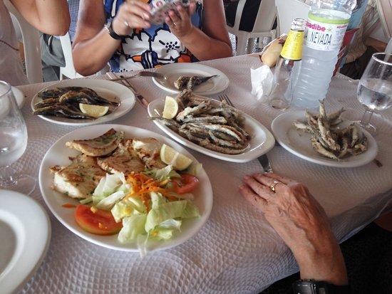 los cunaos: Rosada plancha, espetos de sardinas, boquerones fritos