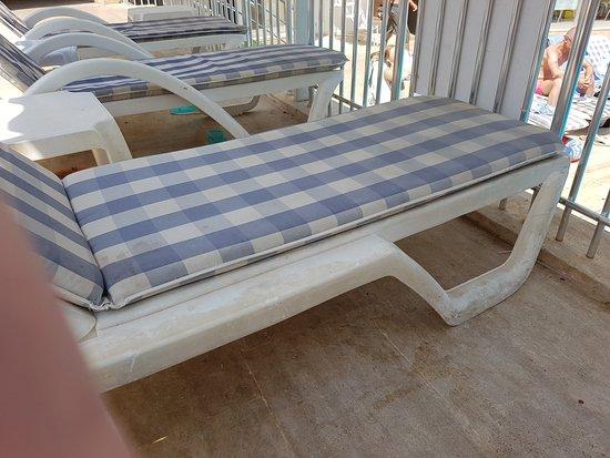 Mersoy Exclusive Aqua Resort: Dirty sunbeds
