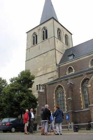 Bocholt, België: De gids vertelt over de verplaatsing van de Toren