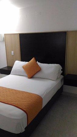 Apartahotel Las Americas: La habitacion para una sola persona, me parecio fresca, comoda y limpia