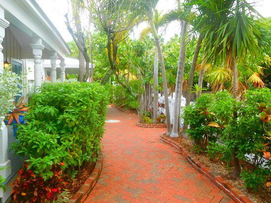 Lighthouse Court Hotel in Key West: walkway to street/front office right off Whitehead