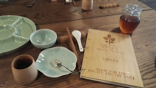 Surrey, UK: An unique dinning experience   A unique dinning experience