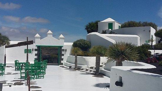 Casa Museo Monumento al Campesino : The sunny courtyard cafe