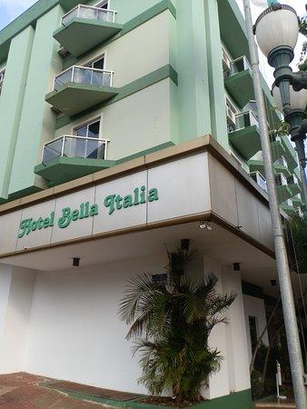 Hotel Bella Italia: Lateral do hotel