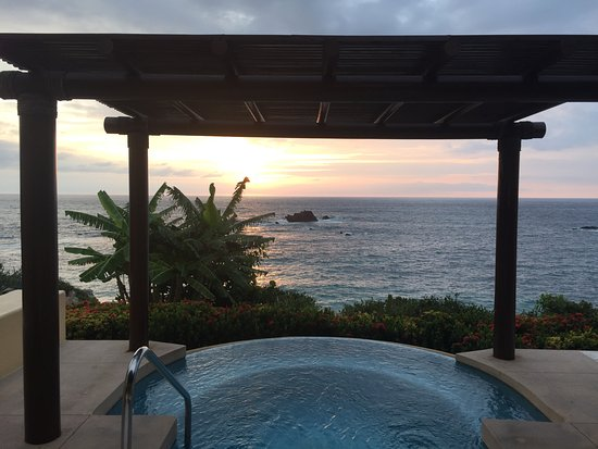 Four Seasons Resort Punta Mita: The view from my room over looking the ocean. Even a plunge pool to cool off!