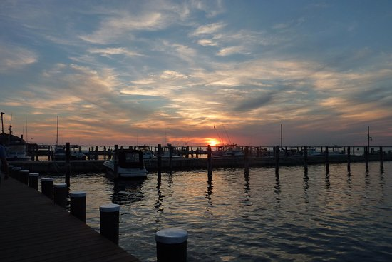 Ocean Beach, Estado de Nueva York: This is the sunset on the bay side. A must see if you go to Fire Island.
