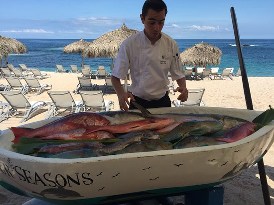 Four Seasons Resort Punta Mita: Fresh fish directly from the ocean that morning. Choose your fish for dinner!!!