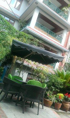 Hotel Ganesh Himal: uitzicht in de relaxte tuin